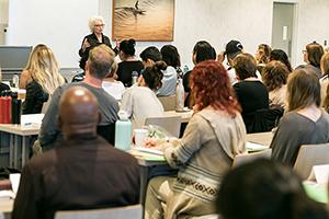 Linda enseñando en LA